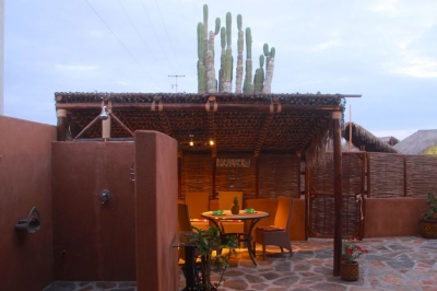 outdoor shower and outdoor dining