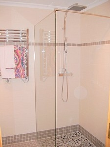 State of the art walk-in shower, en-suite bathroom