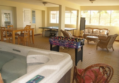 Screened Porch w/Hot Tub & Game Tables