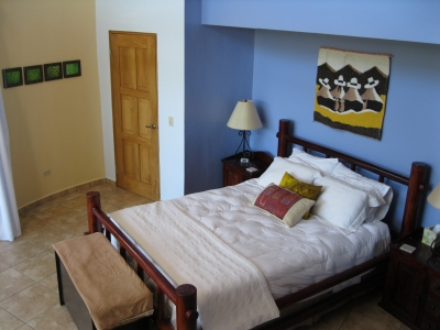 Queen size bed in the downstairs bedroom